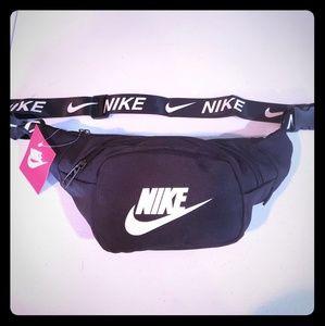 Nike Unisex fanny pack bag